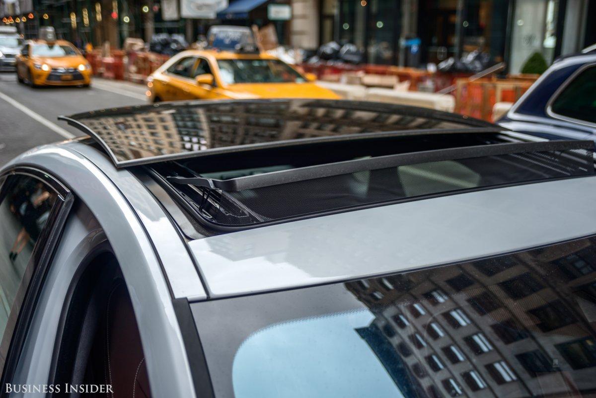 Jaguar Xf đời mới.