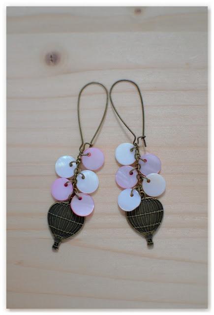 boucles d'oreilles montgolfières bronze vieilli et nacre rose et blanc