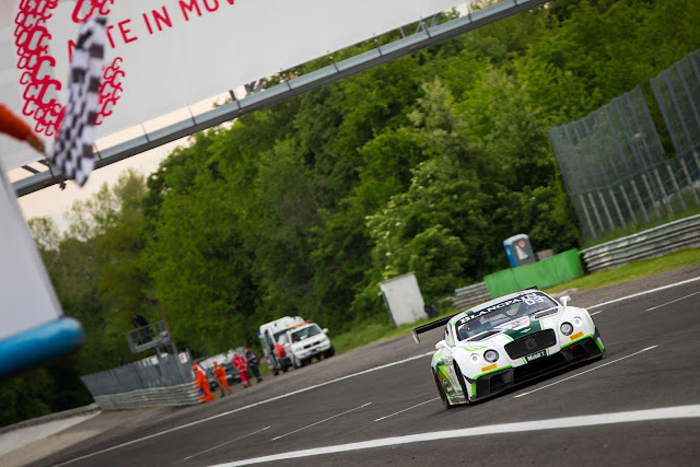 The #8 Continental GT3 crossing the line in P3
