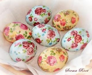 Мастер-классы и идеи по окраске яиц, Декупаж вареных яиц на крахмале, Значения символов, используемых при росписи пасхальных яиц, Кружевные пасхальные яйца, Мозаичные пасхальные яйца, Окрашивание яиц луковой шелухой, Окрашивание яиц натуральными красками, Окрашивание яиц с помощью пены для бритья, Разноцветные яйца со спиральными разводами, Секреты подготовки и окрашивания пасхальных яиц, Яйца «в крапинку», Яйца с растительным рисунком, как покрасить пасхальные яйца в домашних условиях, чем покрасить яйца на Пасху, пасхальные яйца фото, пасхальные яйца картинки, пасхальные яйца крашенки, пасхальные яйца писанки, красивые пасхальные яйца своими руками, методы окрашивания пасхальных яиц, как покрасить яйца, когда красят яйца, чем красят яйца, пасхальные традиции, Секреты подготовки и окрашивания пасхальных яиц, Символика рисунков на пасхальных яйцах, как украсить пасхальные яйца, чем украсить пасхальные яйца, подготовка яиц к окрашиванию, когда нужно красить яйца,Декупаж вареных яиц на крахмале, Пасха, пасхальные яйца, пасхальный стол, окраска яиц, декупаж, яйца вареные, пасхальный декор