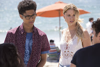 Virginia Gardner and Rhenzy Feliz in Marvel's Runaways (105)
