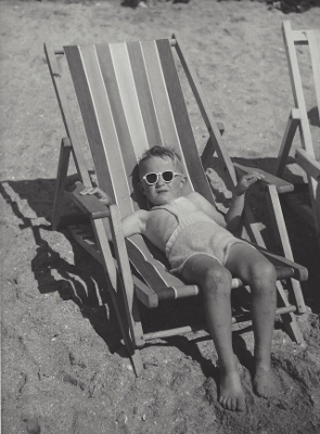 http://yama-bato.tumblr.com/post/164591863846/marckald-kees-scherer-boy-in-beach-chair