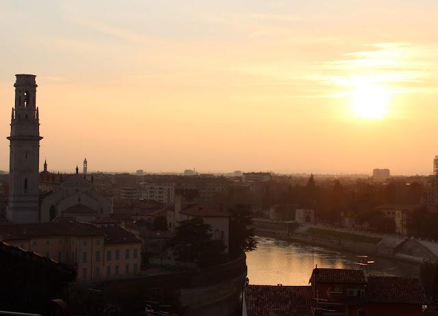Las mejores puestas de sol desde el castillo de S. Petro. Vistas al río Adigio y al Doumo de Verona. Puestas de sol en Verona