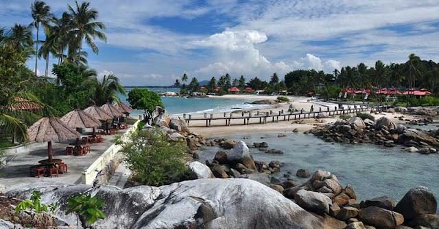 Pantai Parai Tenggiri di Babel