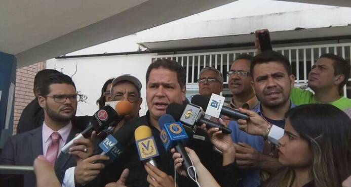 Representante de la oposición venezolana se reúne con el presidente Danilo Medina