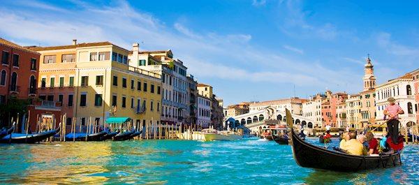 Pour votre voyage Venise, comparez et trouvez un hôtel au meilleur prix.  Le Comparateur d'hôtel regroupe tous les hotels Venise et vous présente une vue synthétique de l'ensemble des chambres d'hotels disponibles. Pensez à utiliser les filtres disponibles pour la recherche de votre hébergement séjour Venise sur Comparateur d'hôtel, cela vous permettra de connaitre instantanément la catégorie et les services de l'hôtel (internet, piscine, air conditionné, restaurant...)