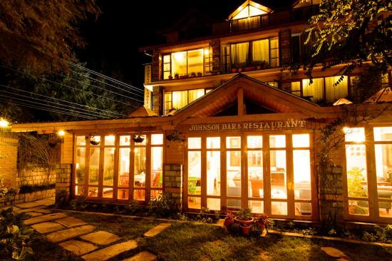 Johnsons Bar abd Restaurant, Best places to eat in Manali, Where to Eat in Manali, bakery cafe manali, Bar and grill manali, Johnsons cafe manali, continental cuisine manali,