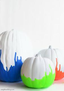20 Idee Per Decorare Le Zucche Di Halloween Fai-da-te: vernice fluorescente