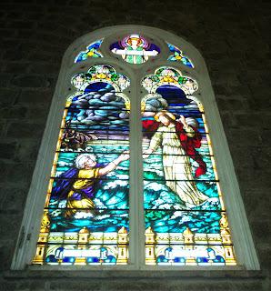 Belo Vitral no Interior da Igreja São Pedro