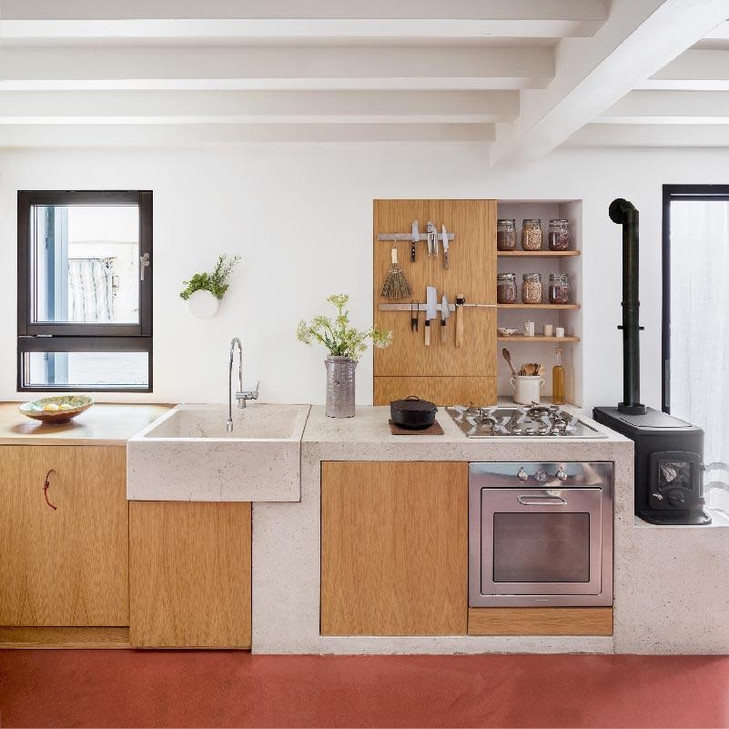 cucina in calcestruzzo e legno - Cyan House