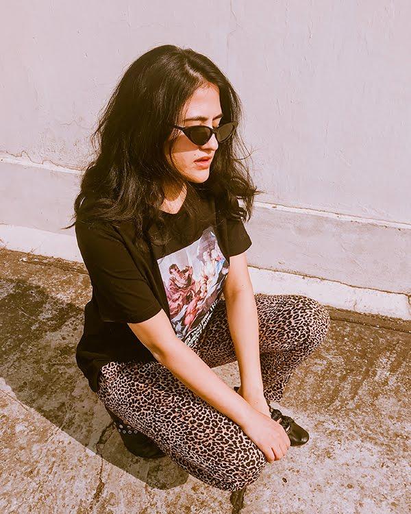 graphic print t shirt, leopard print pants, cat eye sunglasses, lace up ballet flats