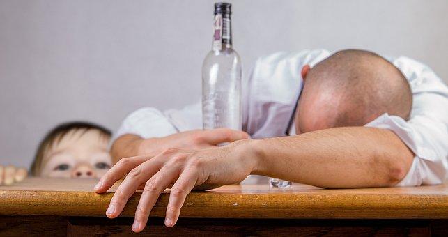 Кожен росіянин в середньому випиває 15,1 л алкоголю на рік.