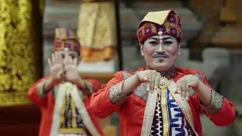 I Nyoman Suarya, Guru Seni dan Penata Rias Penuh Prestasi