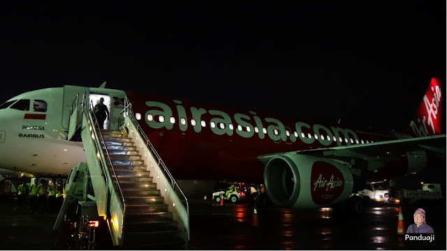 Pesawat Air Asia dari KLIA ke SUB