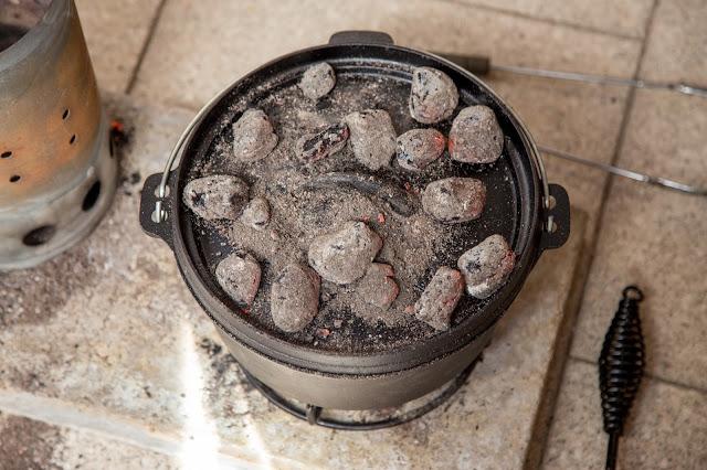 Bacon-Kartoffelauflauf aus dem Dutch-Oven  Outdoor Kitchen  Rezept Dutch Oven 07