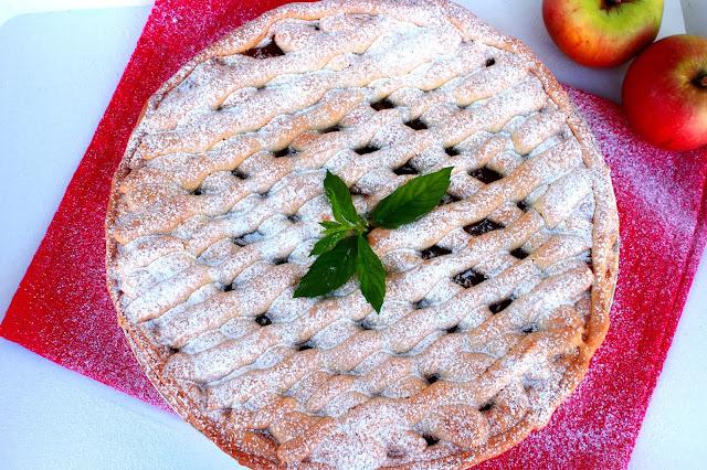 Prhka starinska pita ili kolač s jabukama