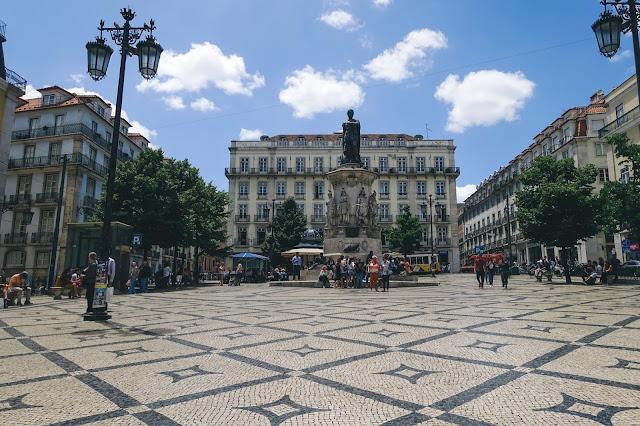ルイス・デ・カモンエス広場(Praça Luís de Camões)