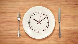 في هذه الساعة يجب التوقف عن تناول الطعام لخسارة الوزن!