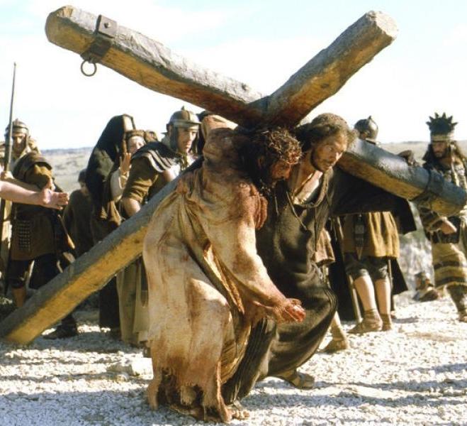 Resultado de imagen de AYUDA A JESUS A LLEVAR LACRUZ