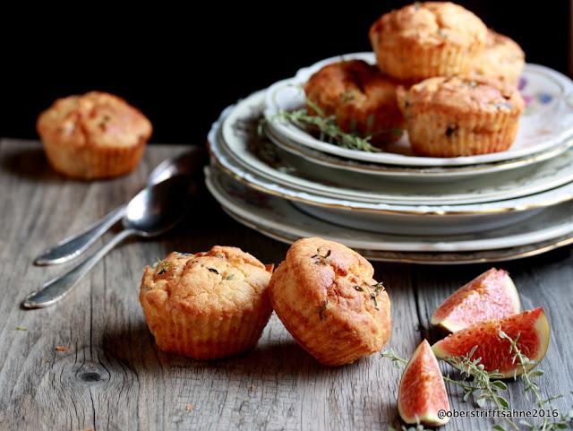 Herzhafte Muffins mit Ziegenkäse, Feigen, Walnüssen und Thymian