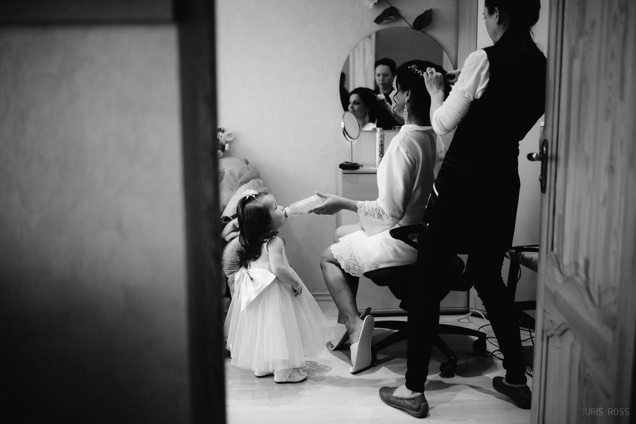 bērni kāzās kāzu rīts līgavai