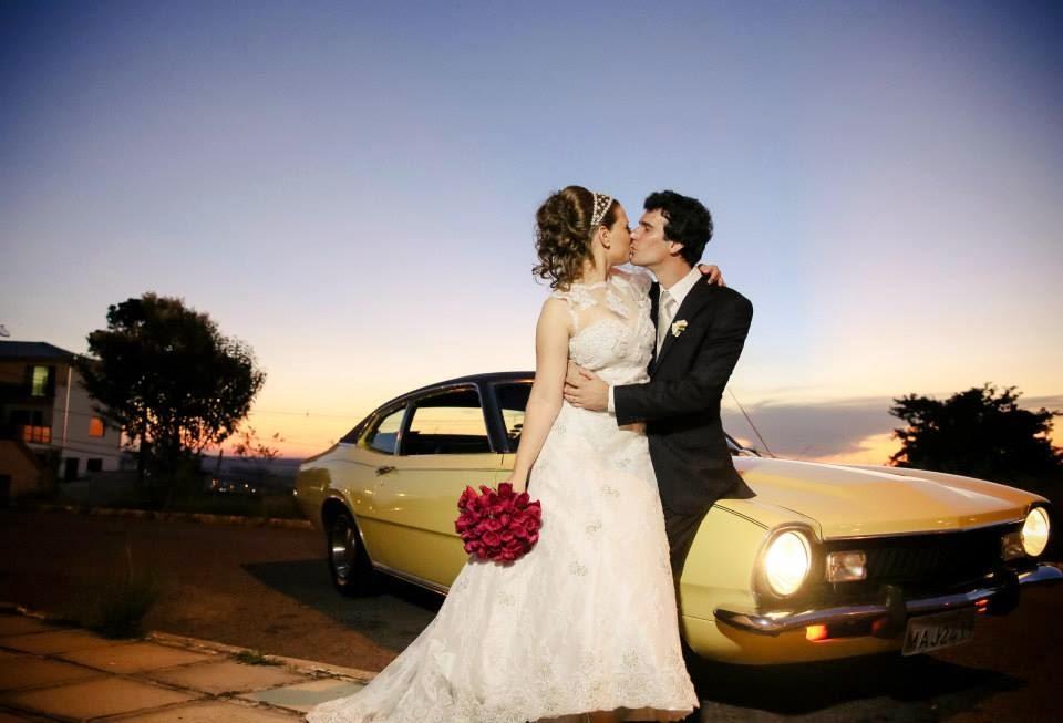 noivos-carro-beijo-1