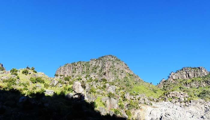 Puncak Rajawali dari Kawasan Kawah Gunung Sumbing