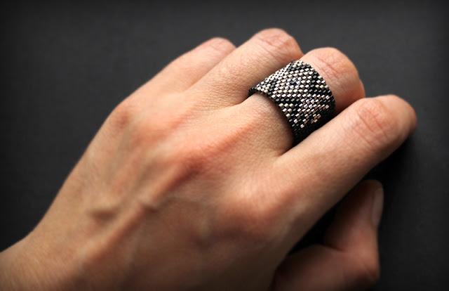 широкое женское кольцо с орнаментом купить украшения из бисера кольца