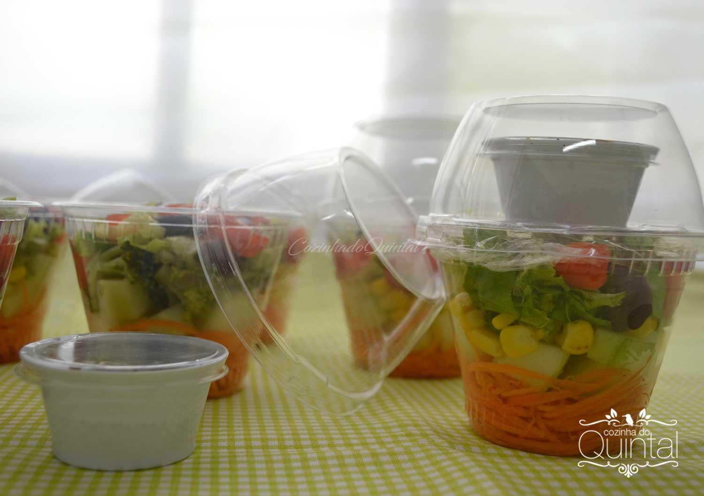 Olha que linda que fica a salada! Galvanotek na Cozinha do Quintal