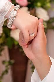 Hukum Memegang Dan Berduaan Dengan Wanita Pinangan Saat Meminang
