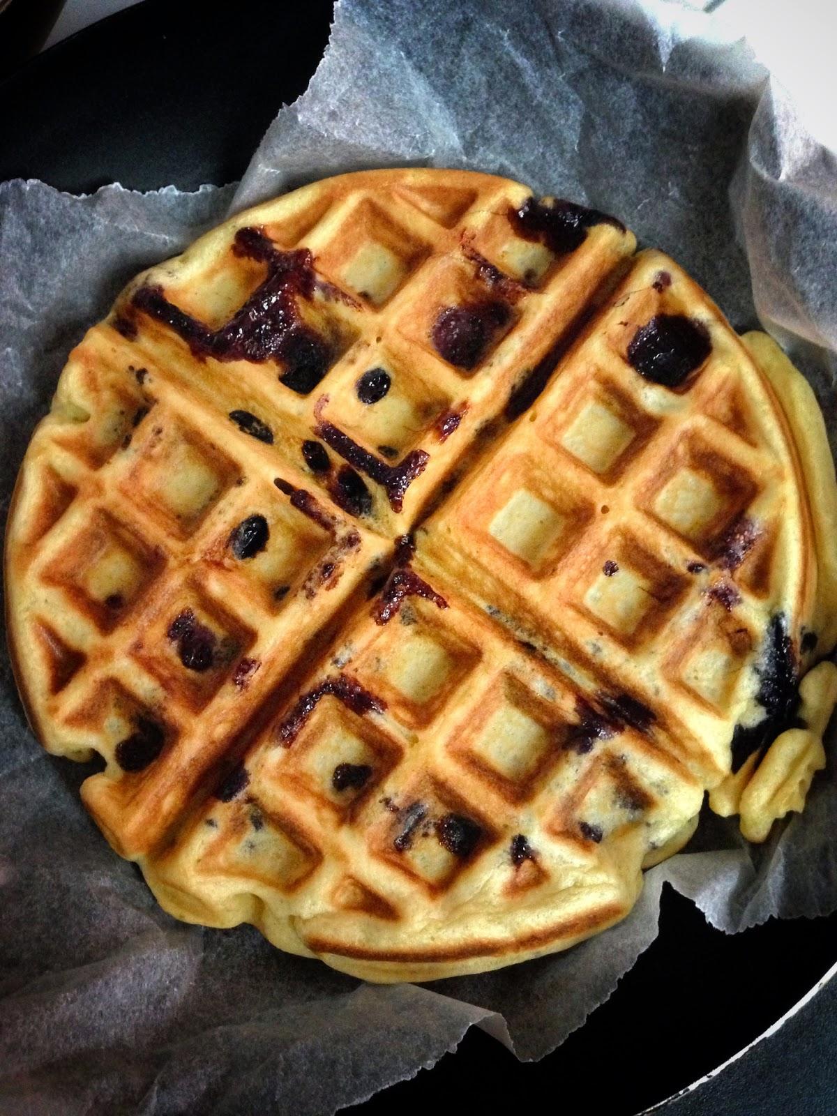 The Humble Hostess: [鬆餅機大挑戰 #2]檸檬藍莓鬆餅 Lemon Blueberry Waffle