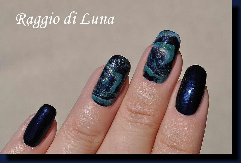 Raggio di Luna Nails: Marble decals dark blue & green manicure