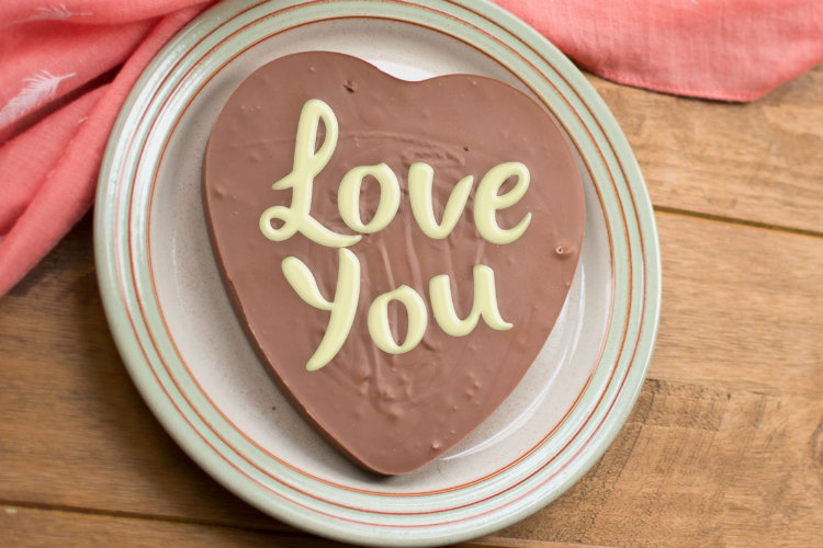 Amelia's Chocolate personalised chocolate heart-shaped slabs