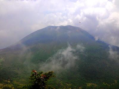 浅間山とモスラ