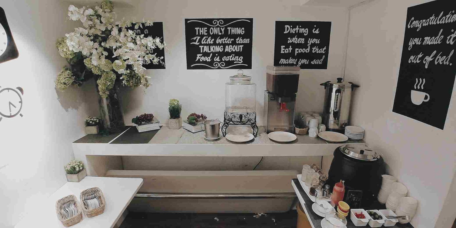 30 Buffet soup and coffee station