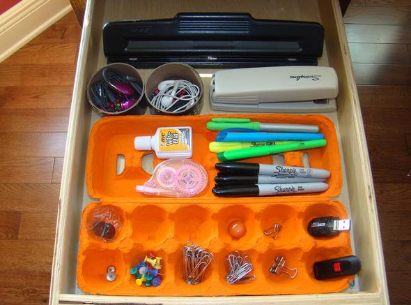 poţi face organizator de birou din cartoanele de ouă