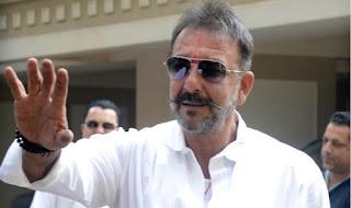 संजय दत्त आने वाले दिनों में लगातार सात फिल्में कर रहे हैं, फिल्म इंडस्ट्री ने संजू बाबा पर 320 करोड़ का दाव लगाया हुआ है।