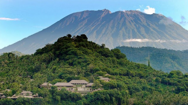 Pengungsi Gunung Agung ke Lombok Terus Bertambah