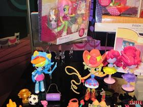 Equestria Girls Mini Toy Fair 2016 Applejack Rainbow Dash