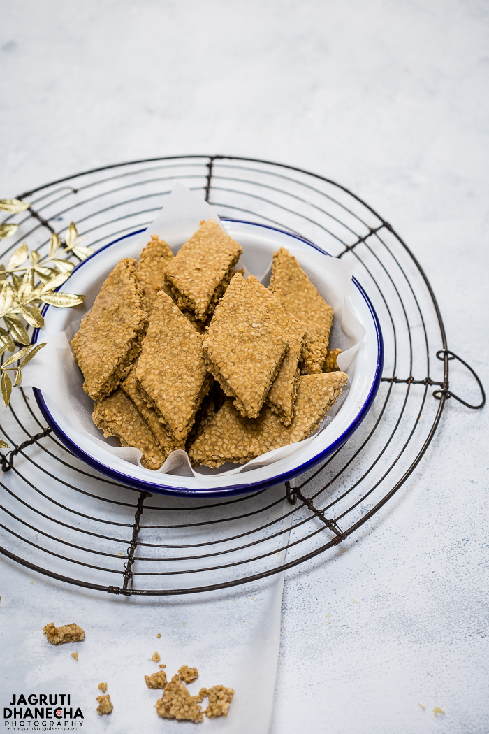 Til papdi or Sesame Brittle, a winter special traditional Indian sweet that crispy outside but melt in the mouth inside, prepared with only 3 ingredients - Sesame, Jaggery and ghee!