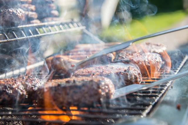 Έρευνα: Το μαγείρεμα με κάρβουνα ή ξύλα αυξάνει τον κίνδυνο για σοβαρές αναπνευστικές παθήσεις