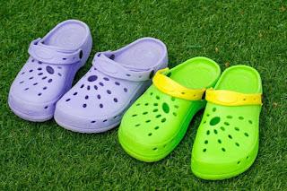 تحذير إذا كان لديك الأحذية الكروكس توقف عن إستخدامه فوراً خدلك معلومة