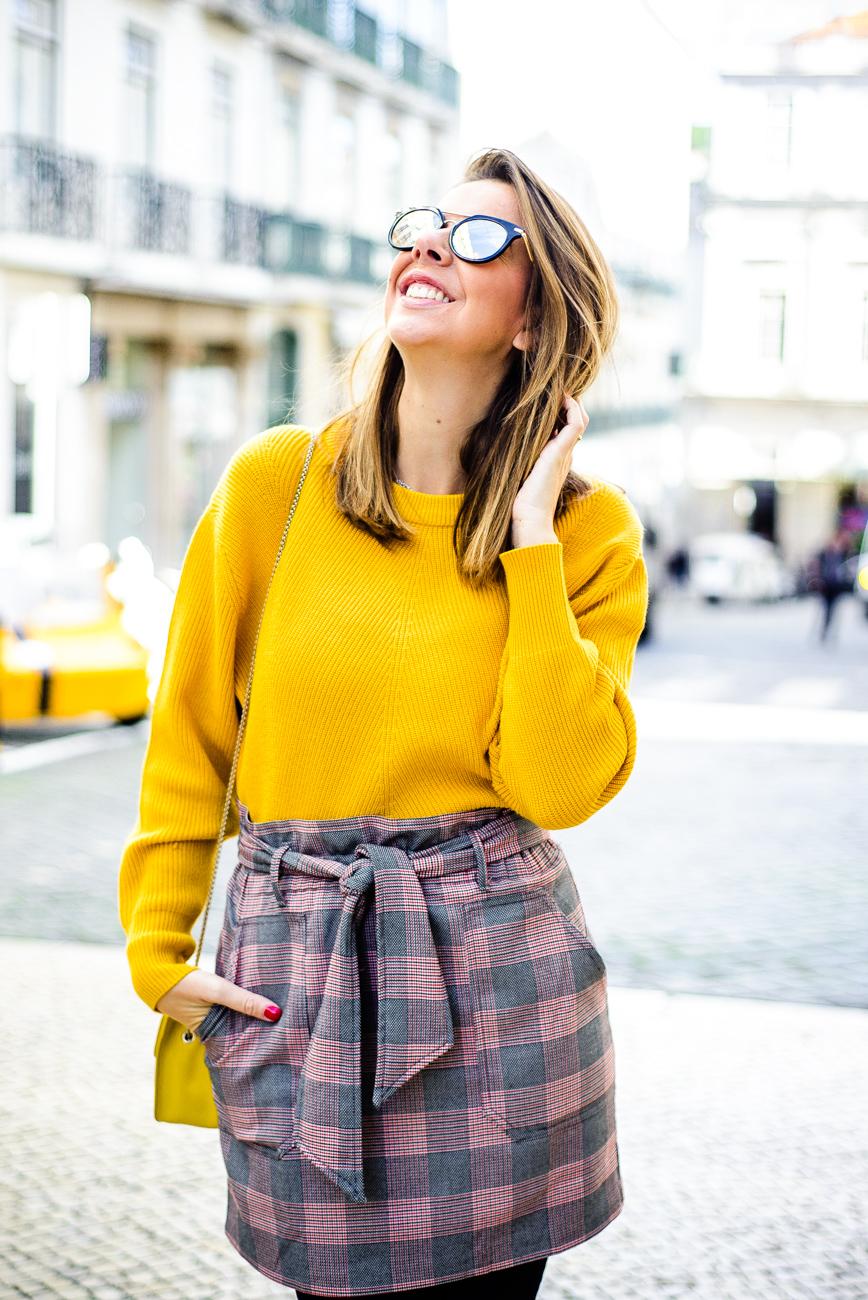 Saia e camisola  Zara   Óculos  Calvin Klein   Botins  Bimba y Lola    Carteira  Furla 31fbd26bba
