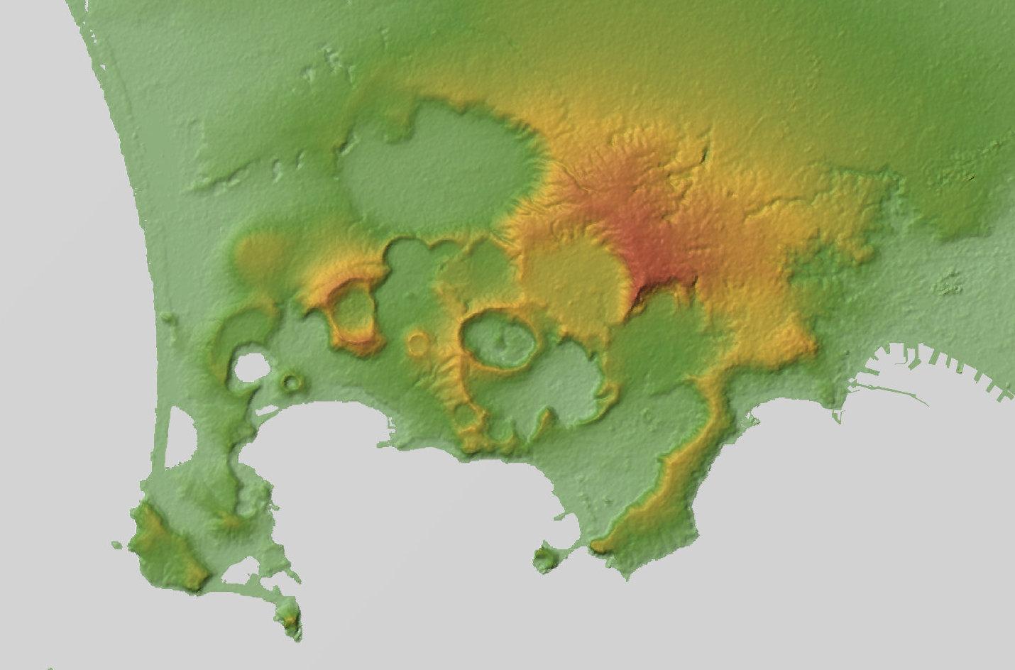 Mapa de la actividad volcánica en la costa de Nápoles. Los tonos rojos corresponden a una actividad volcánica más elevada.