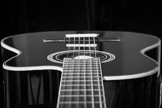 Tips memilih senar untuk gitar akustik beserta contoh senar gitar asli dan palsu