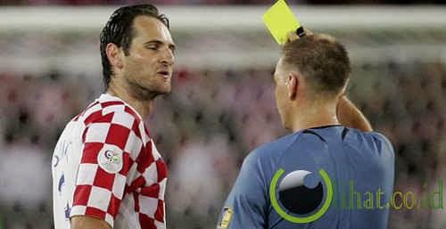 Tiga kartu kuning untuk Josip Simunic, Kroasia vs Australia (2006)