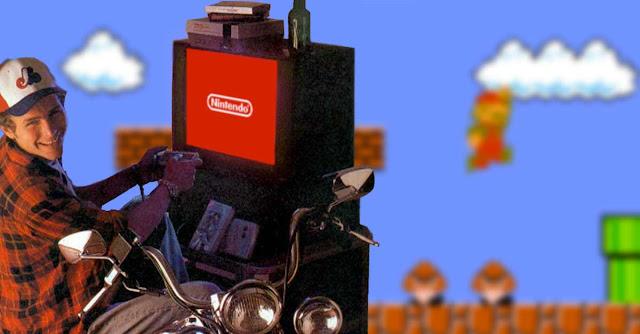 Jovanotti in sella alla propria moto gioca al Nintendo NES