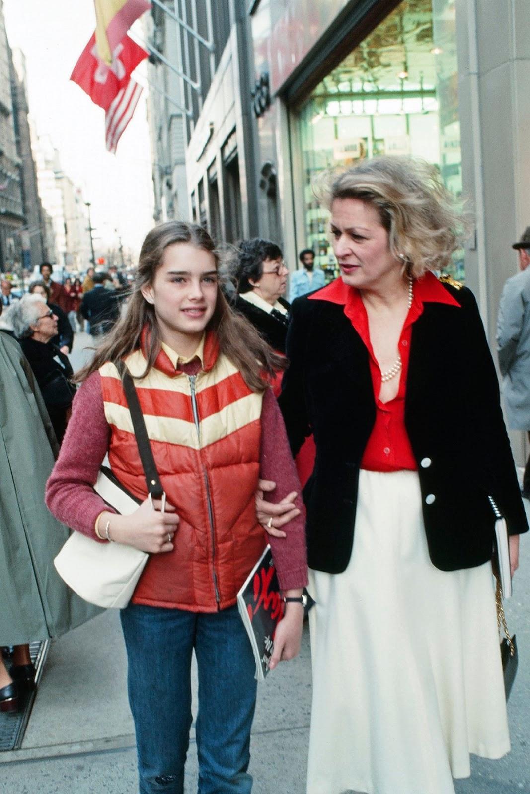 Rare and Beautiful Photos of Teenaged American Actress and
