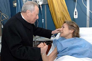 Italian president Carlo Azeglio Ciampi visited Sgrena in hospital as she recovered from gunshot wounds