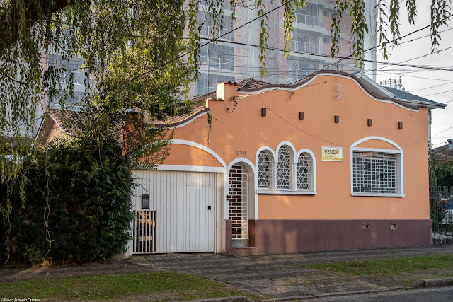 Casa na Alameda Júlia da Costa.